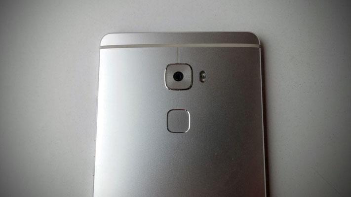 Mate S Kamera i senzor otiska prsta
