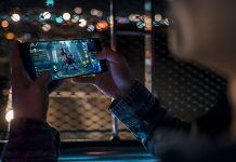 Igranje na Razerovom telefonu
