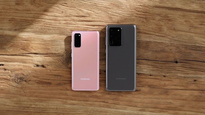 Pametni telefoni na stolu